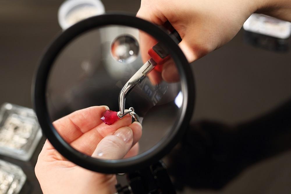 Biżuteria ręcznie robiona – czy rękodzieło się opłaca?